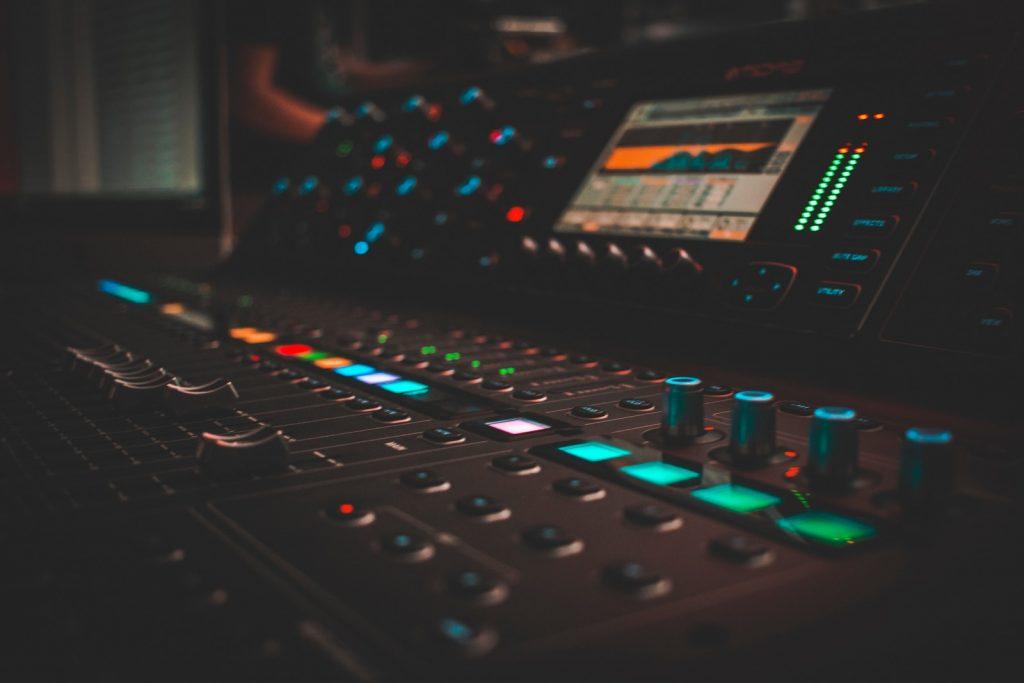 technology-affects-music